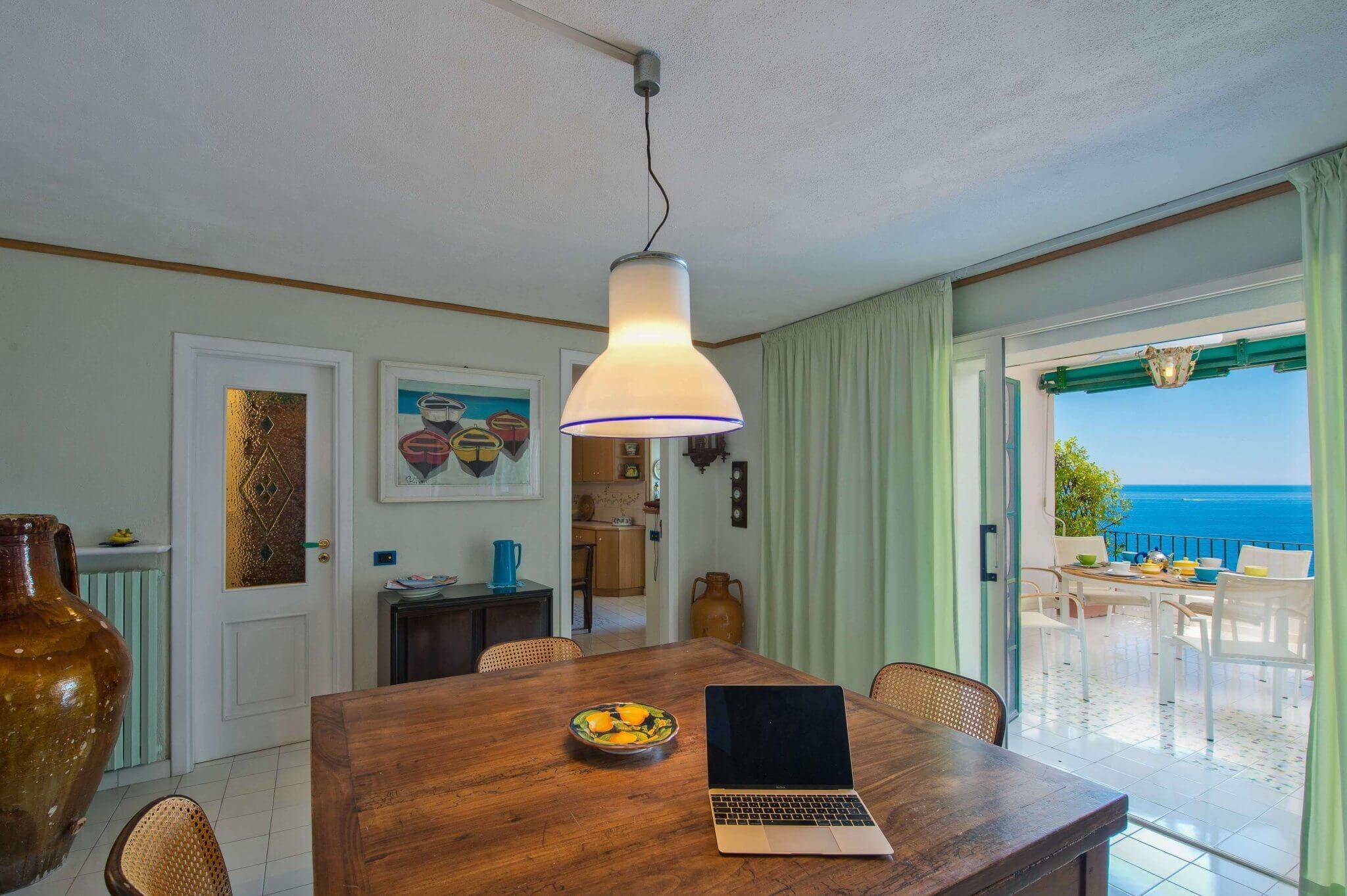 grossz giger innenbereich 3 schlafzimmer 6 g ste grosse k che. Black Bedroom Furniture Sets. Home Design Ideas