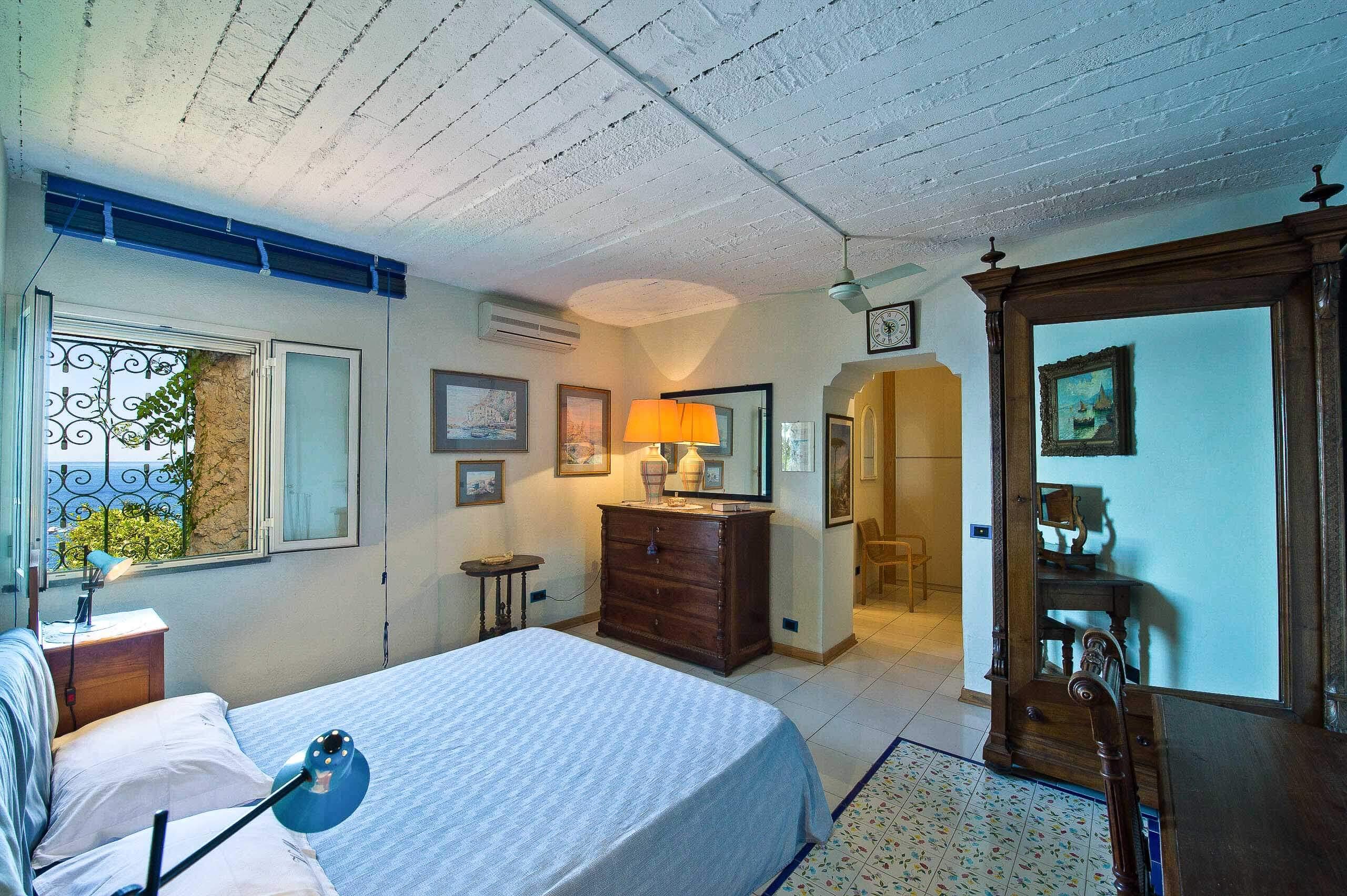 Inside: Bedroom Seagull